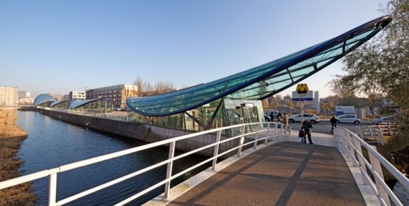 Metrostations Beneluxlijn / Metro Stations Beneluxlijn ( J.J.H.M. van Heeswijk; A.A.M. Voets; M. Struijs (Gemeentewerken) )