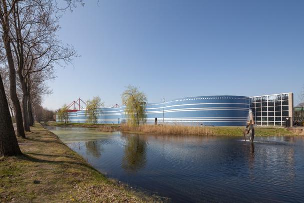 American School / American School ( Kraaijvanger Architecten )