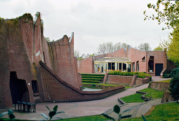 Museum voor Figuratieve Kunst / Museum of Figurative Art ( Alberts & Van Huut )