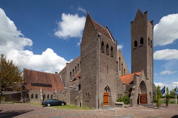 RK kerk Johannes de Doper Leeuwarden / Roman Catholic Church Leeuwarden ( H.P.J. de Vries )