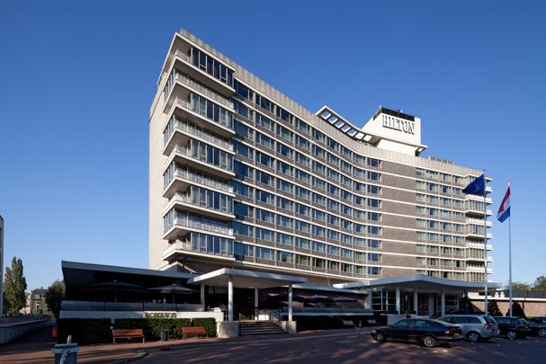 Hilton Hotel Amsterdam / Hilton Hotel Amsterdam ( H.A. Maaskant, F.W. de Vlaming, H. Salm )