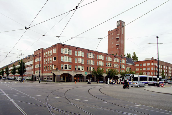 Woningbouw met winkels Mercatorplein / Housing and shops Mercatorplein ( H.P. Berlage )