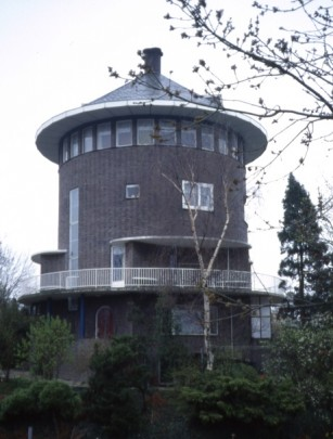 Woonhuis Molenhof / Private House Molenhof ( A.H. Wegerif Gzn. )