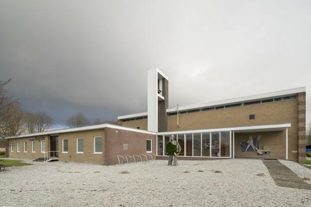 RK kerk Sint Isodorus Nagele (Museum Nagele) / Roman Catholic Church Nagele (Museum Nagele) ( Th.J. Taen, Ch.Th. Nix )