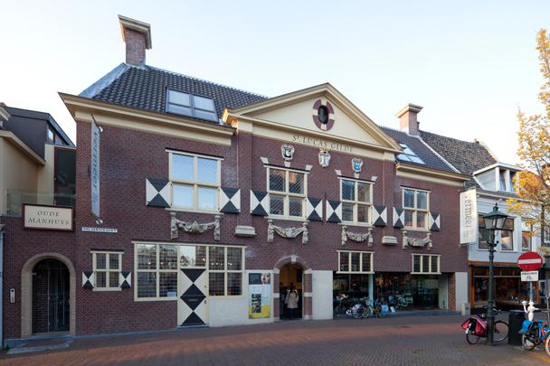Vermeercentrum met woningbouw / Vermeer Centre and housing ( Molenaar & Van Winden )