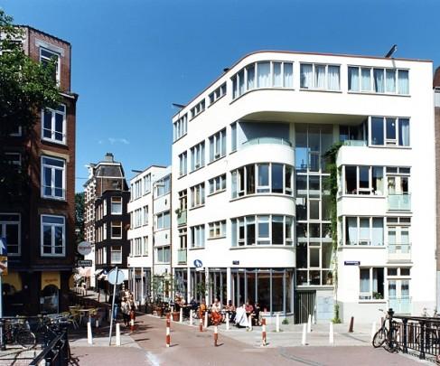 Stadsvernieuwing Zwanenburgwal / Urban Redevelopment Zwanenburgwal ( P. de Ley )