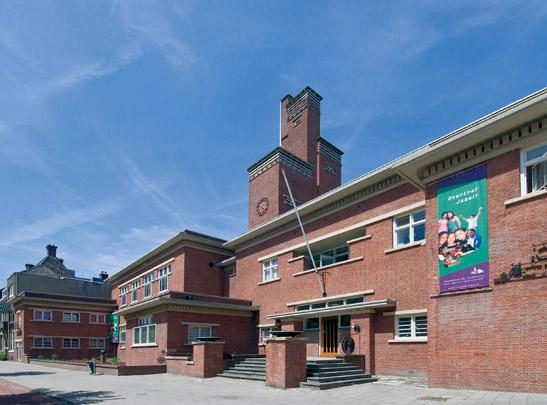 Sint Franciscuscollege / Sint Franciscus Secondary School ( H. Sutterland sr., P.G. Buskens )