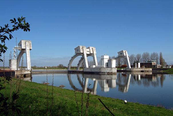 Stuwcomplex Hagestein / Weir Complex Hagestein ( W.C. Hamdorff, Rijkswaterstaat )