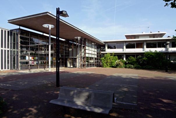 Raadhuis Landsmeer met Uitbreiding / Town Hall Landsmeer with Extension ( R.H.M. Uytenhaak/M.F. Duintjer )