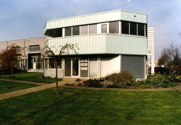 Uitbreiding Bedrijfsgebouw Zoeterwoude / Extension of an industrial building Zoeterwoude ( Sj. Soeters )