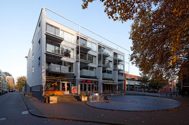 Filmhuis Lumen met woningbouw / Film House Lumen and housing ( A.P.J.M. Verheijen (VVKH Architecten) )