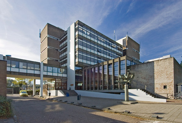 Montessorilyceum Rotterdam / Montessori Secondary School ( Van den Broek & Bakema )