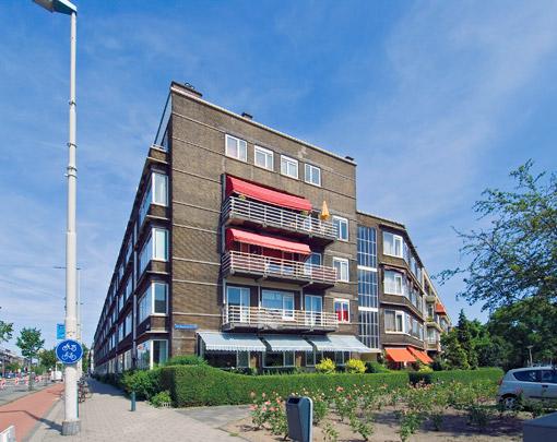 Woningbouw Centraal Plan / Housing Centraal Plan ( W.Th.H. ten Bosch, A.B.P. Otten, J.H. van den Broek )