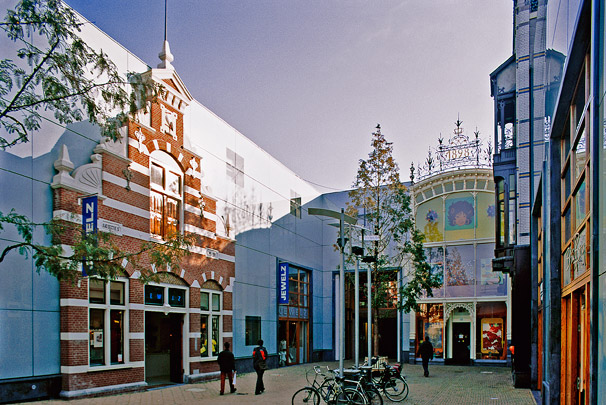 Winkelcentrum Haagsche Bluf / Shopping Centre Haagsche Bluf ( Van Lamoen & Wurth, W.E. Hienkens ) 