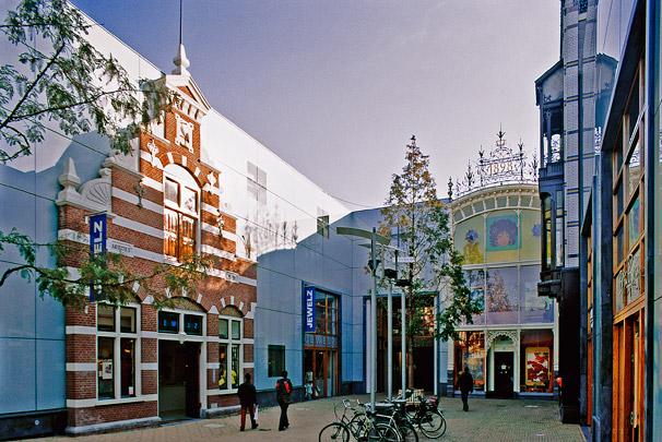 Winkelcentrum Haagsche Bluf / Shopping Centre Haagsche Bluf ( Van Lamoen & Wurth, W.E. Hienkens )