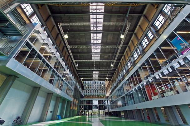 Mediacentrale Groningen / Mediacentrale Groningen ( De Zwarte Hond )