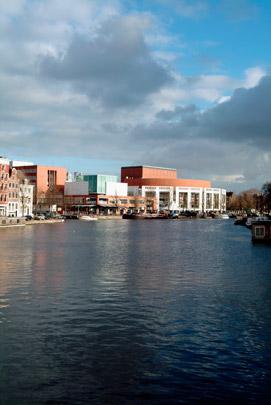 Stadhuis en Muziektheater Amsterdam (Stopera)  / Town Hall and Opera House Amsterdam (Stopera) ( W. Holzbauer, C.G. Dam )