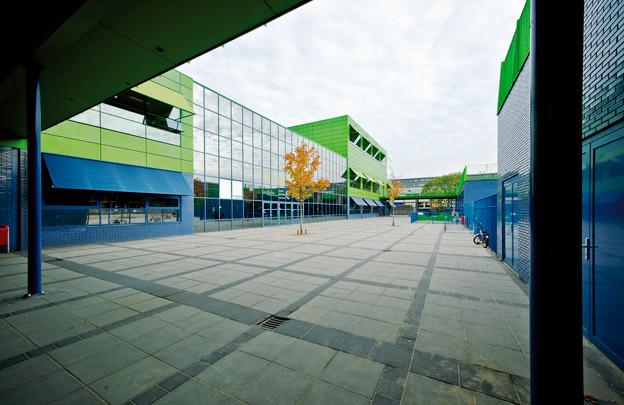 Brede school De Kikker / Community School De Kikker ( E.M. van der Pol (Dok architecten) )