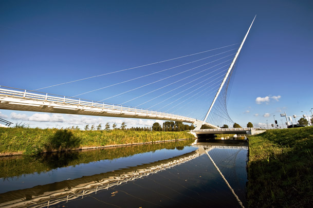 Bruggen Haarlemmermeer / Bridges Haarlemmermeer ( S. Calatrava )