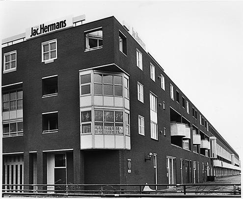 Combinatiegebouw Lelystad / Mixed-Use Block Lelystad ( B. Loerakker (LRR) )