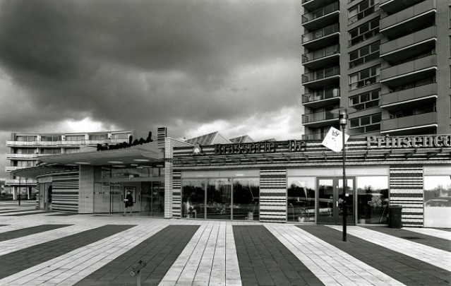 Winkelcentrum Prinsenland / Shopping Centre Prinsenland ( K.W. Christiaanse )