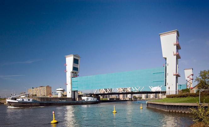 Stormvloedkering Hollandse IJssel / Flood Barrier Hollandse IJssel ( H.G. Kroon, J.A.G. van der Steur (Rijkswaterstaat) )