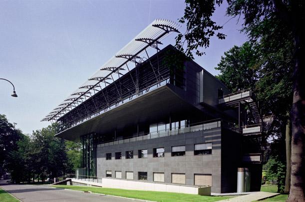 Bedrijfsgebouwen KEMA / Company Buildings KEMA ( Meyer & Van Schooten )