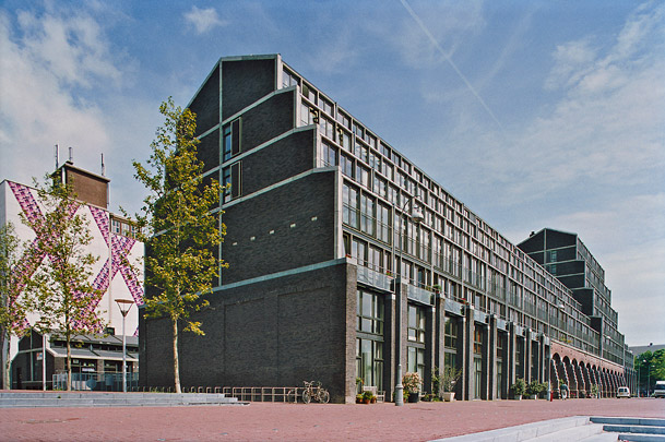 Woningbouw Aquartis / Housing Block Aquartis ( E.M. van der Pol (Atelier Zeinstra Van der Pol) )