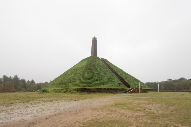 Pyramide van Austerlitz / Pyramide van Austerlitz ( A. de Marmont )