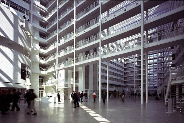 Stadhuis en bibliotheek Den Haag / City Hall and Library Den Haag ( R.A. Meier )