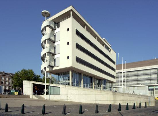 Kantoorgebouw KvK Maastricht  / Office Building KvK Maastricht  ( J.M.J. Coenen )