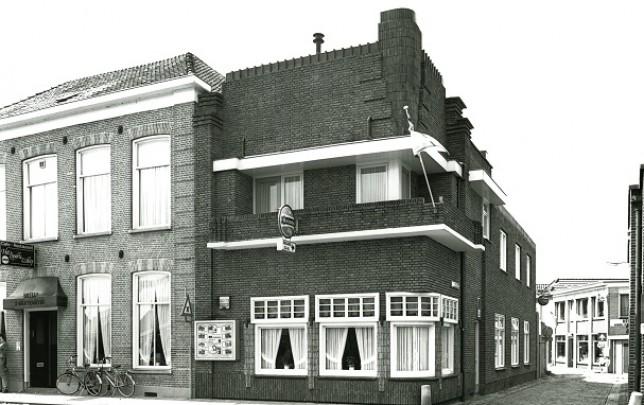 Woonhuis/café Westerkaai / Private House/Café Westerkaai ( H.J. Duijtshoff )