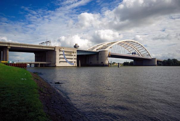 Van Brienenoordbrug / Van Brienenoord Bridge ( Rijkswaterstaat )