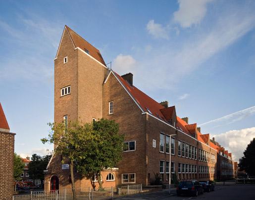 Twee schoolgebouwen Tarwewijk / Two School Buildings Tarwewijk ( A. van der Steur (Gemeentewerken) )
