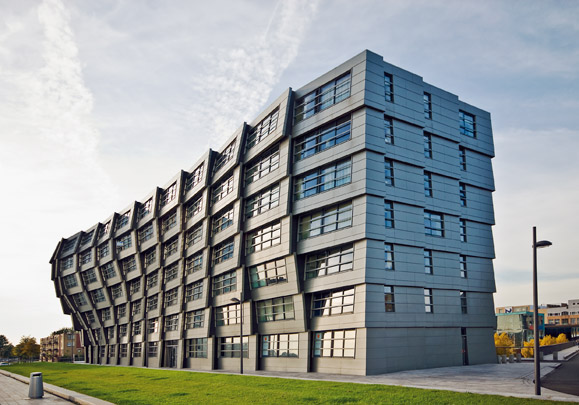 Woongebouw The Wave / Housing Block The Wave ( R.H. van Zuuk )