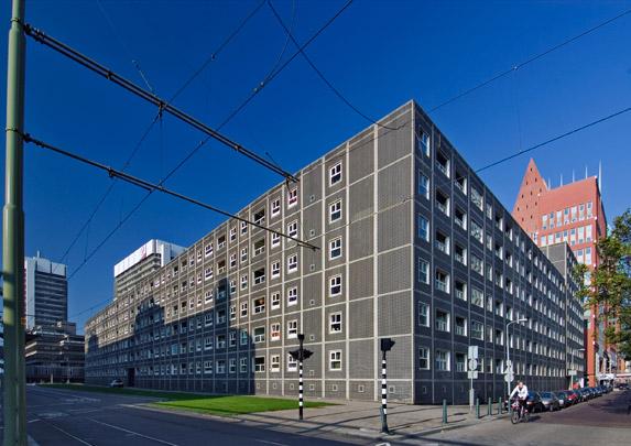 Woongebouw De Zwarte Madonna / Housing Block Black Madonna ( C.J.M. Weeber )