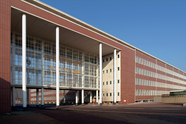Hoofdkantoor Hoogovens / Headquarters Hoogovens ( W.M. Dudok )