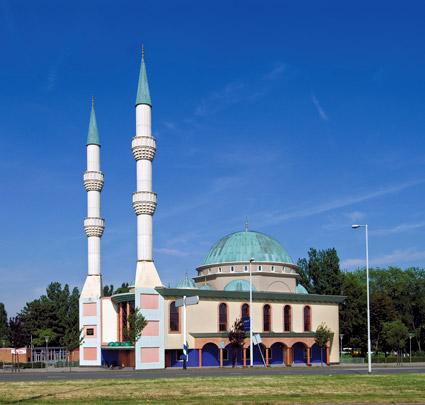 Mevlana Moskee / Mevlana Mosque ( H.W.D. Toorman (Heuvelhorst architecten) )