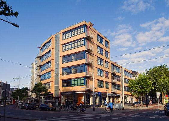 Woongebouw met winkels Nieuwe Binnenweg  / Housing Block and Shops Nieuwe Binnenweg  ( J.H. van den Broek )