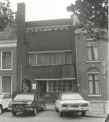 Eigen woonhuis De Vries / Own House De Vries ( P. de Vries )