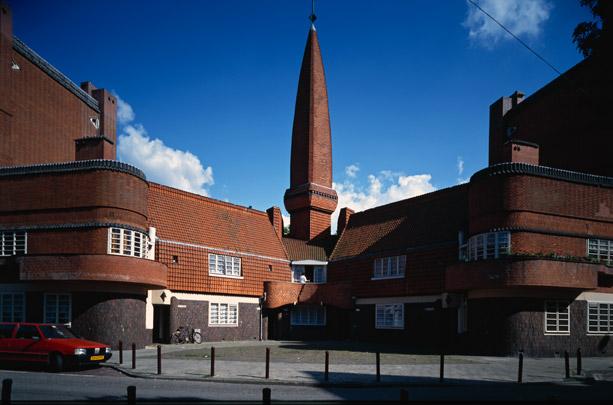 Woningbouw Eigen Haard, Postkantoor / Housing Eigen Haard, Post Office ( M. de Klerk )