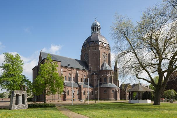 RK kerk Sint Bavo Raamsdonk / Roman Catholic Church Raamsdonk ( K.E.M.H.A.F. Weber )