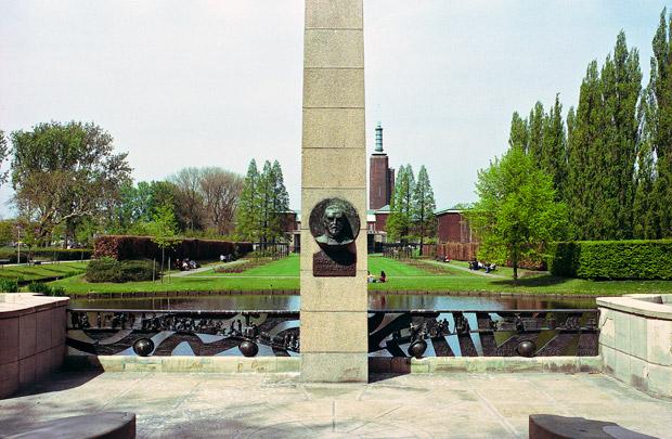 Gedenkteken G.J. de Jongh; Museumtuin / G.J. de Jongh Monument; Museum Garden ( A. van der Steur (Gemeentewerken) )