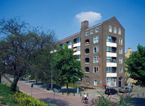 Woongebouw Touwslagersstraat / Housing Block Touwslagersstraat ( J.W.H.C. Pot & J.F. Pot-Keegstra )