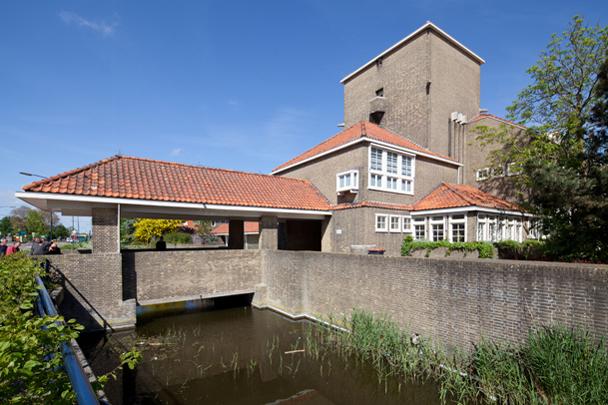 Rijks HBS Harlingen / HBS Harlingen ( J. Crouwel (RGD) )