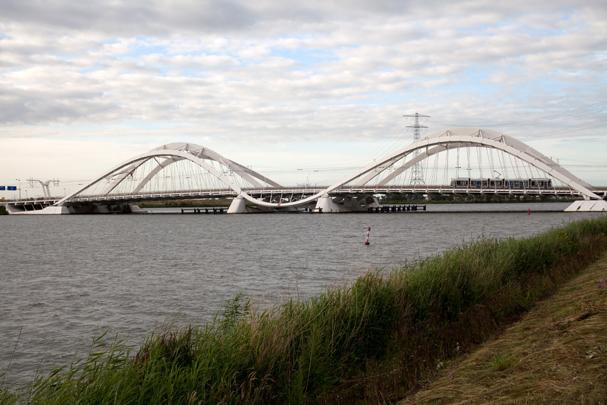 Enneüs Heermabrug / Enneüs Heermabrug ( N. Grimshaw )