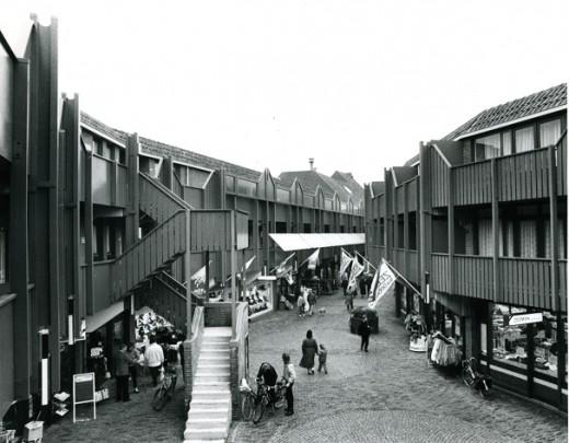Woningbouw met winkels Spijkenisse / Housing and shops Spijkenisse ( P.P. Hammel )