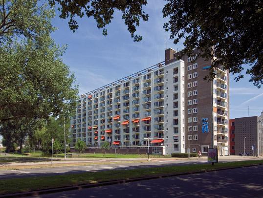 Woongebouw voor alleenwonenden en onvolledige gezinnen / Housing for singles and incomplete families ( W.C.M. Jansen i.s.m. Kuiper Gouwetor & De Ranitz )