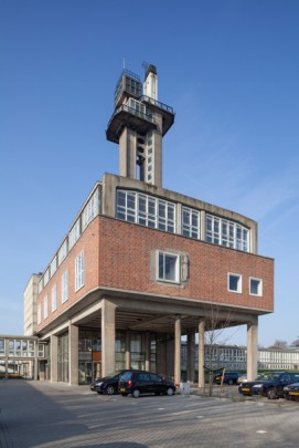Dr. Neher Laboratorium / Dr. Neher Laboratory ( S.J. van Embden )