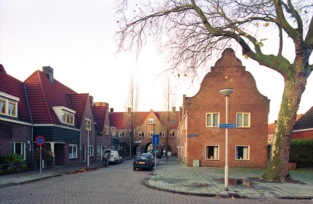 Tuindorp Heijplaat / Garden Village Heyplaat ( H.A.J. Baanders )